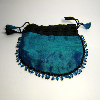 Schmuck-Täschli jewelery bag with glass beads richly embroidered all over the edge, medium size raw silk with cotton / viscose lining, closure ribbon with hand-sewn shavings, fair trade from Nepal / 10-Pack