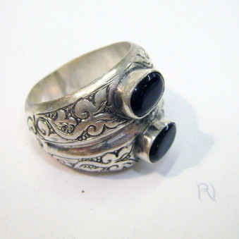 Rings Ri-01 silver ring with 2 stones
