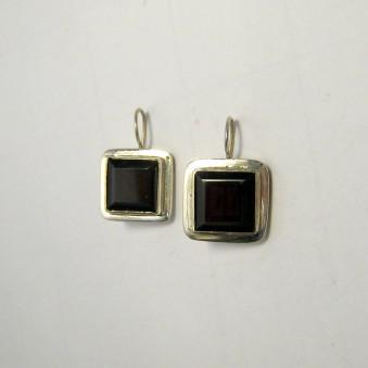 Earrings 1 quadra. stone